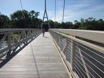 Jogging przez Charles miasta Iowa zawieszenia Br Fotografia Stock