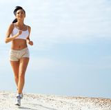 Joggingwoman dans le blanc   Photos stock