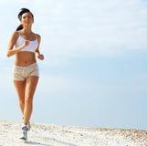 Joggingwoman nel bianco   Fotografie Stock