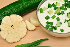 Joghurt mit Gurke Stockbild