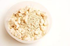 Joghurt mit Hafermehl und luftgestoßenem Anstieg lizenzfreie stockbilder