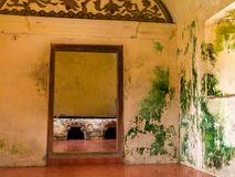 JOGJA,印度尼西亚- 2O17 8月12, :日惹塔曼莎丽服水宫殿的室内看法在Java海岛,印度尼西亚上的 免版税库存照片