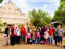 JOGJA, INDONÉSIE - 12 août, 2O17 : Personnes non identifiées au pénétrer dans d'un Taman Sari de Yogyakarta sur l'île de Java Images stock