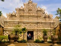 JOGJA, INDONÉSIE - 12 août, 2O17 : Personnes non identifiées au pénétrer dans d'un Taman Sari de Yogyakarta sur l'île de Java Photos stock
