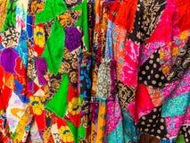 JOGJA, INDONESIË - AUGUSTUS 12, 2O17: Sluit omhooggaande en kleurrijke kleren in Indonesië Stock Fotografie
