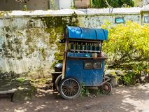 JOGJA, INDONESIA - 12 de agosto, 2O17: Un parket tradicional del transporte del pedicap en al aire libre en el jogja Yogyakarta I Fotografía de archivo
