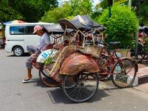 JOGJA, INDONESIEN - 12. August, 2O17: Ein traditionelles pedicap Transport parket an im Freien am jogja Yogyakarta Indonesien Lizenzfreie Stockfotos