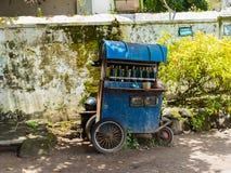 JOGJA, INDONESIEN - 12. August, 2O17: Ein traditionelles pedicap Transport parket an im Freien am jogja Yogyakarta Indonesien Stockfotografie
