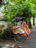 JOGJA, INDONESIEN - 12. August, 2O17: Ein traditionelles pedicap Transport parket an im Freien am jogja Yogyakarta Indonesien Lizenzfreie Stockfotografie