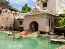 JOGJA INDONESIEN - AUGUSTI 12, 2O17: Slott för Taman sarivatten av Yogyakarta på den Java ön, Indonesien Arkivfoton