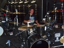 Jogo artístico do baterista da juventude. Imagem de Stock Royalty Free