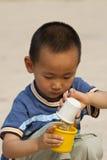 Jogo asiático do menino Fotografia de Stock