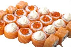 Jogo clássico do rolo de sushi isolado no branco Fotografia de Stock Royalty Free