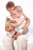 Jogo com avó Foto de Stock