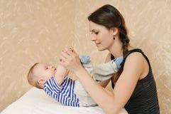Jogo com bebê Imagens de Stock