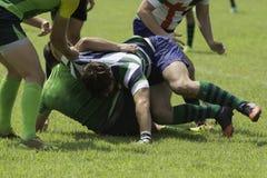 Jogo com multidões durante um fósforo do rugby Fotos de Stock Royalty Free
