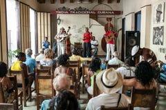 Jogo cubano dos músicos foto de stock