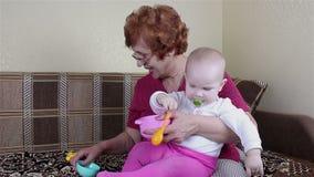 Jogo da avó e do bebê filme