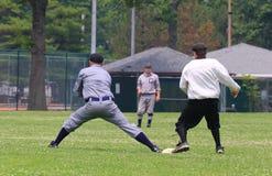 Jogo da bola na primeira base Imagens de Stock Royalty Free