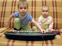 Jogo da criança e do bebê Fotos de Stock