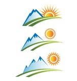 Jogo da estrada das montanhas com Sun Fotografia de Stock Royalty Free
