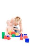 Jogo da matriz com a filha pequena no campo de jogos Fotos de Stock Royalty Free
