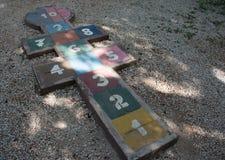 Jogo das amarelinhas no parque Fotografia de Stock