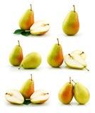 Jogo das frutas maduras da pera isoladas no branco imagens de stock