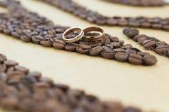 Jogo de anéis de casamento fotos de stock