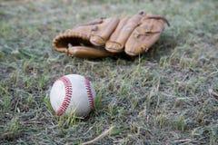 Jogo de basebol Bola do basebol, luva de beisebol Fotografia de Stock