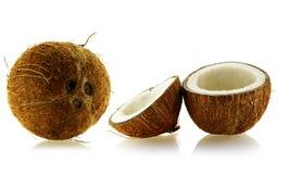 Jogo de cocos inteiros e cortados Foto de Stock Royalty Free