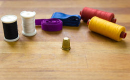 Jogo de costura multicolorido Imagens de Stock