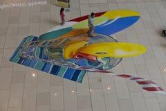 Jogo de crianças com pintado sobre o assoalho Imagens de Stock