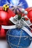 Jogo de decorações da Natal-árvore de ano novo com um teste padrão Imagens de Stock Royalty Free