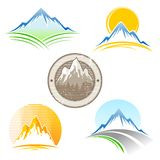 Jogo de emblemas da montanha Imagens de Stock Royalty Free
