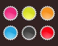Jogo de etiquetas lustrosas do Tag da venda no backgroun preto Imagem de Stock