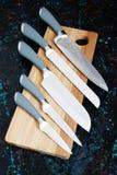 Jogo de facas de cozinha fotografia de stock royalty free