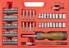 Jogo de ferramenta do soquete e da catraca do trabalhador manual Fotografia de Stock Royalty Free