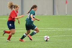 Jogo de futebol das mulheres Fotos de Stock Royalty Free