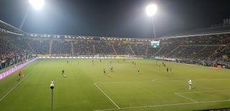 Jogo de futebol no estádio das calças de brim dos carros em Haia entre en Groningen de Den Haag da DEMORA fotografia de stock