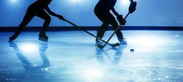 jogo de hóquei em gelo do tiro da silhueta Imagens de Stock