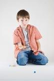 Jogo de mármore do menino Foto de Stock Royalty Free