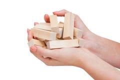 Jogo de madeira do bloco nas mãos isoladas no fundo branco Fotos de Stock