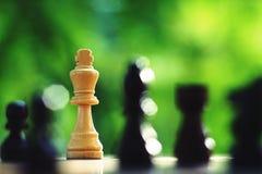 Jogo de mesa da xadrez, conceito competitivo do negócio, situação difícil do encontro, perdendo e ganhando fotos de stock royalty free
