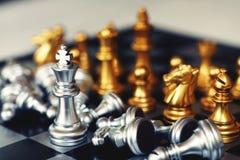 Jogo de mesa da xadrez, conceito competitivo do negócio, situação do encontro, perdendo e ganhando fotografia de stock royalty free