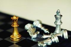 Jogo de mesa da xadrez, conceito competitivo do negócio, situação do encontro, perdendo e ganhando imagens de stock royalty free