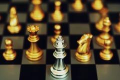Jogo de mesa da xadrez, conceito competitivo do negócio, situação do encontro, perdendo e ganhando fotos de stock
