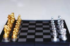 Jogo de mesa da xadrez, conceito competitivo do negócio, situação principal financeira forte da vantagem imagem de stock royalty free