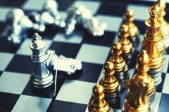 Jogo de mesa da xadrez, conceito competitivo do negócio, situação principal financeira forte da vantagem fotografia de stock