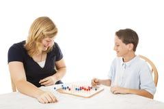 Jogo de mesa do jogo dos irmãos imagens de stock royalty free